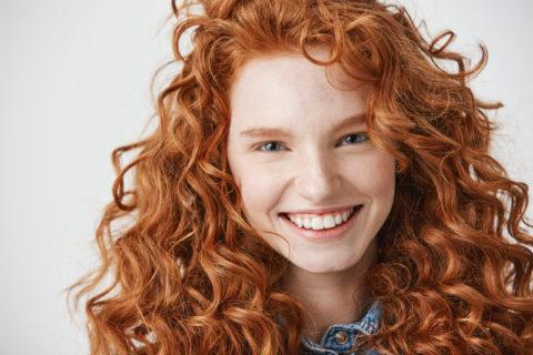 retrato chica pelirroja por fotógrafo de moda en alicante para mejores consejos de belleza