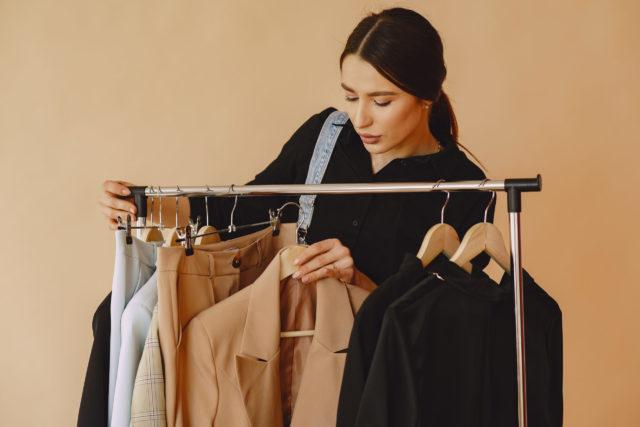 mujer buscando su estilo